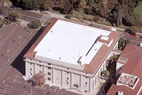 white tpo roof on commercial property